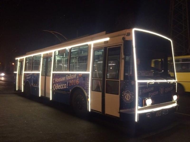 На улицы Одессы выйдут новогодние троллейбусы