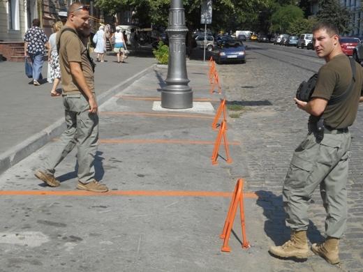 В Одессе продолжают демонтировать юнипаркеры