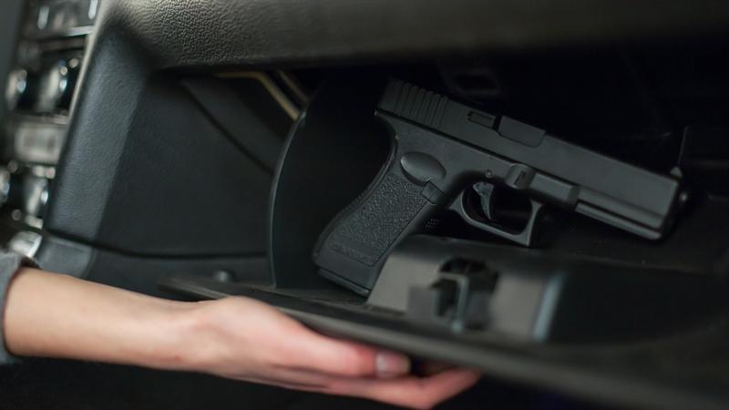 В Одесской области водитель легковушки расстрелял прохожих: в ответ его избили