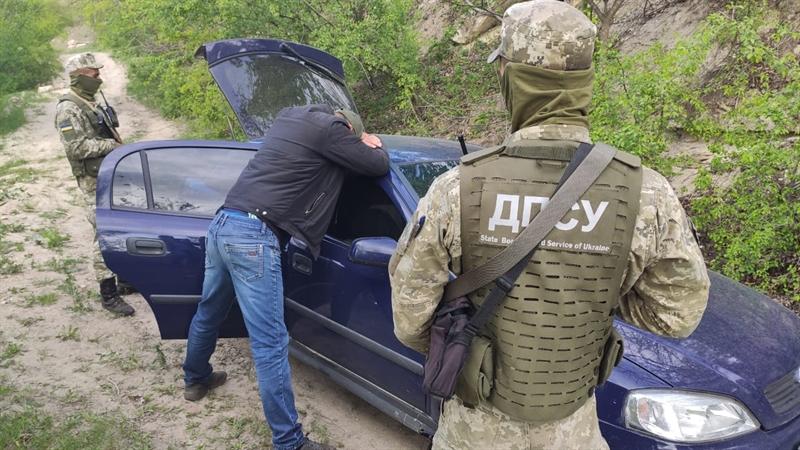 Пограничники обнаружили крупную партию контрабандных сигарет